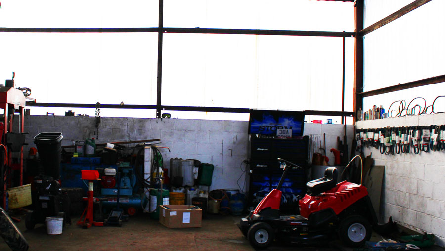 Workshop for service and repair of garden machinery